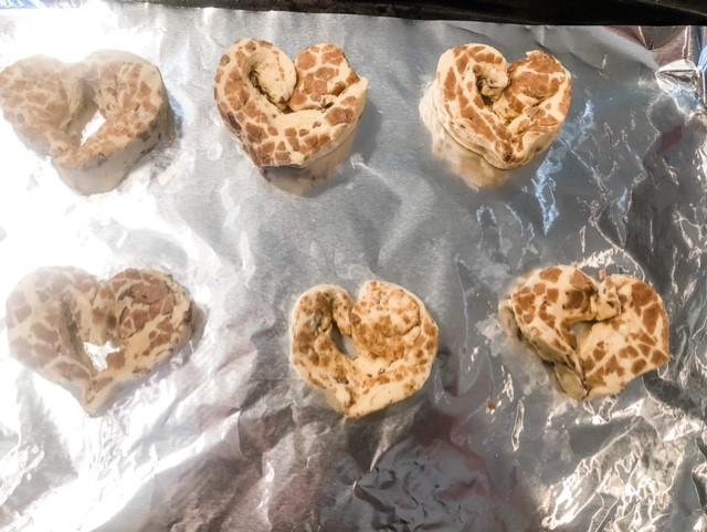 cinnamon roll hearts